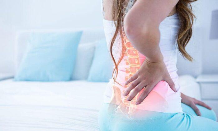 mulher dor nas costas