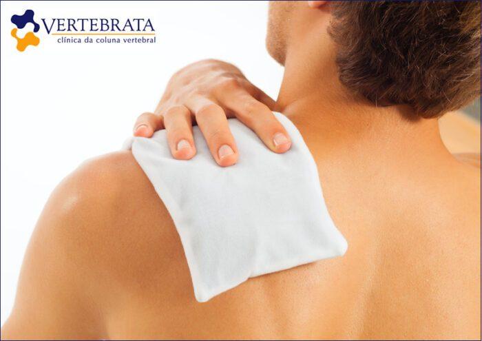 Tratamento de dor nas costas com gelo