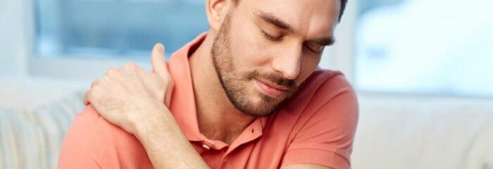 Dor nos ombros pode ser influenciada por problemas na coluna cervical